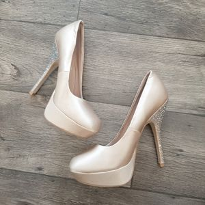 Steve Madden PARTYY R champagne fabric heels